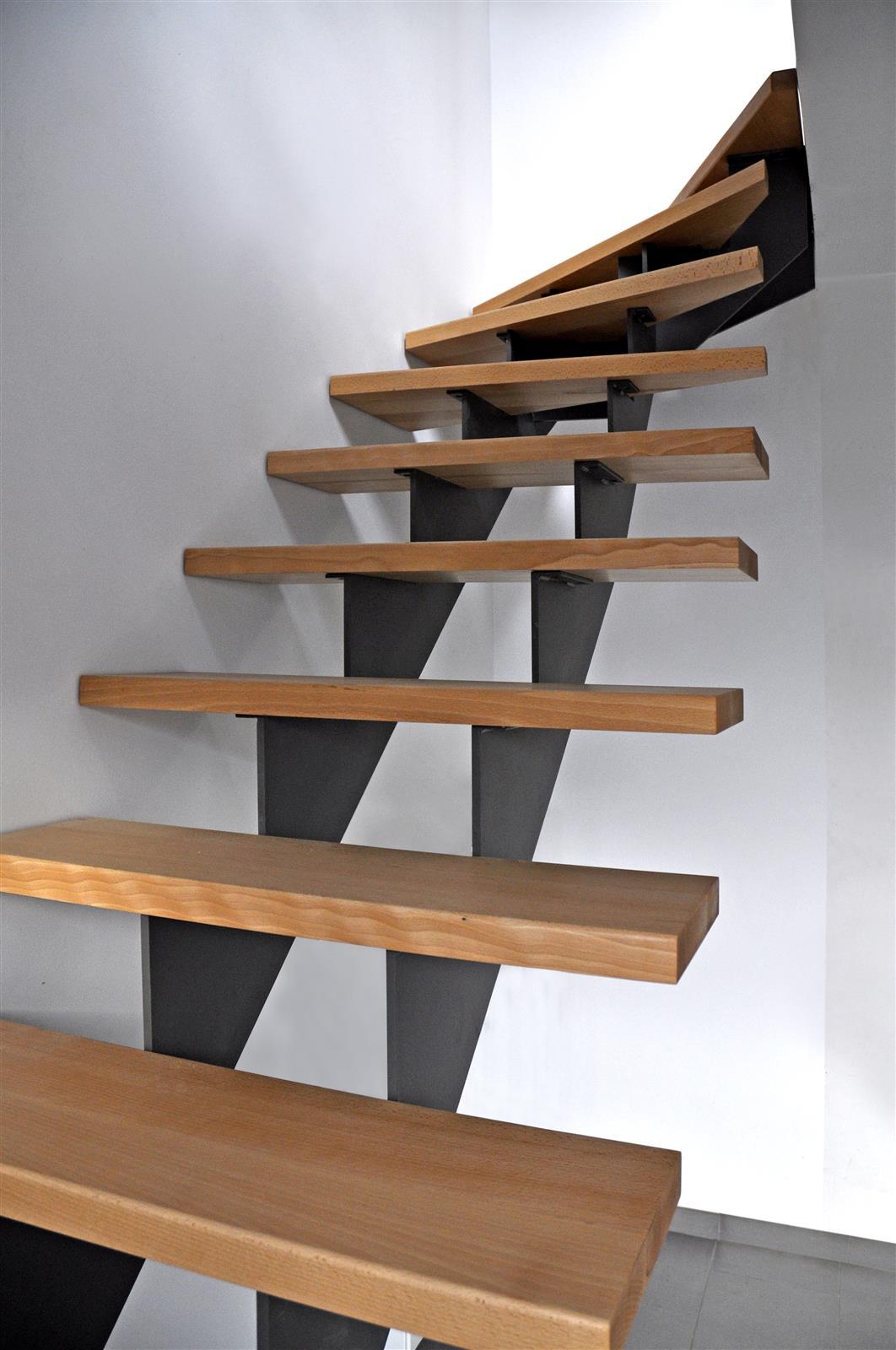 construction d 39 escaliers en bois sur li ge ets bertrand. Black Bedroom Furniture Sets. Home Design Ideas